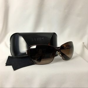 💌. FENDI Sunglasses with original case.